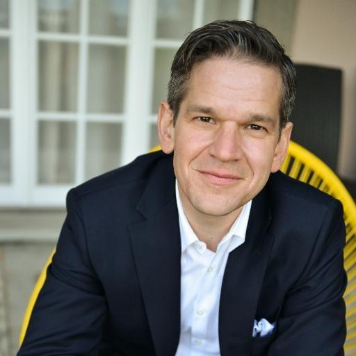 Simon Grenacher ist Berater, Informatiker und als Mitinhaber der proles solutions ag Spezialist für Projektmanagement- Software in der Cloud